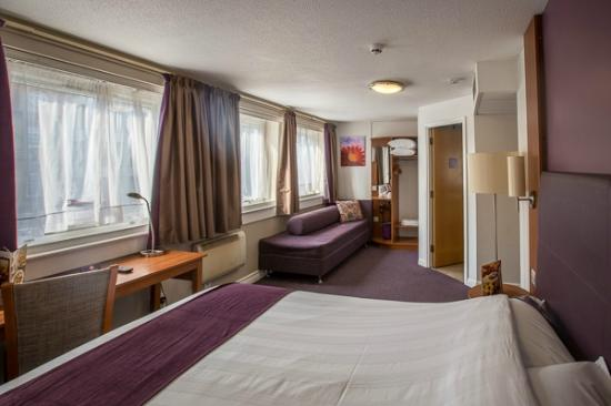 La chambre familiale picture of premier inn london for Chambre london