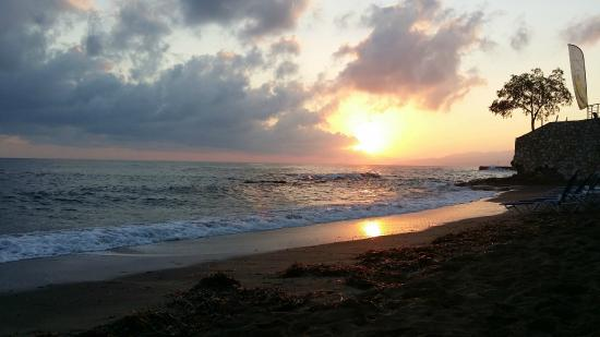 Glaros Beach Hotel : worth getting up early or staying up long for the sunrise