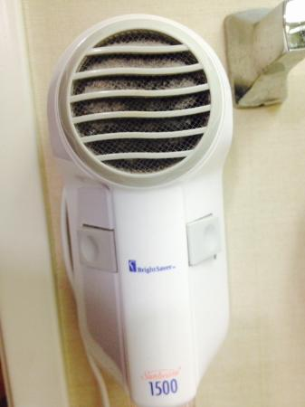 Comfort Suites Airport: Hairdryer could use some cleaning and the a/c vents