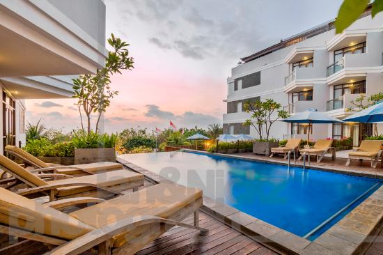 Wyndham Garden Kuta: Swimming Pool Bulding Ocean View