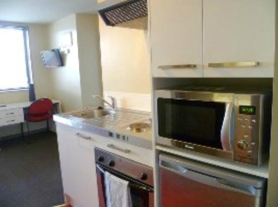 Southern Cross Serviced Apartments : Kitchen