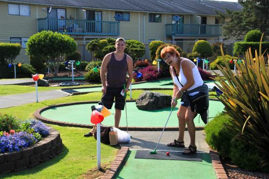 Pacific Paradise Family Fun Center : Golfing!