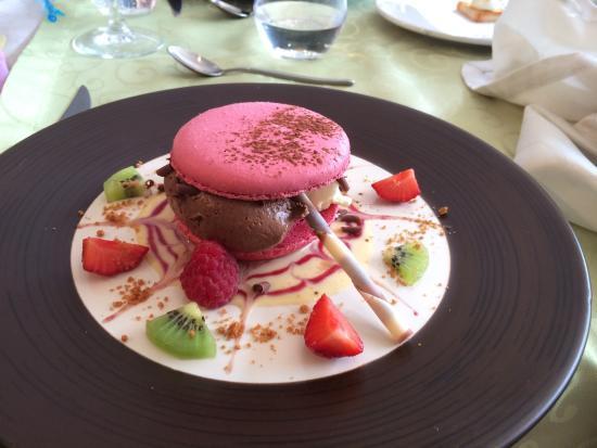 Nueil sur Layon, Frankrijk: Macaron framboise mousse au chocolat