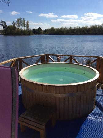 Fantastic hot tub with amazing view.