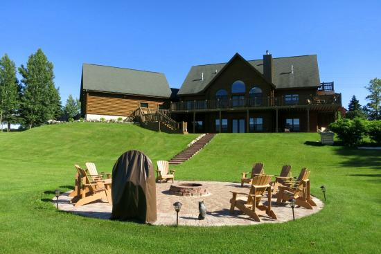 Tauschek's B & B Log Home : Backyard, including fire-pit patio area
