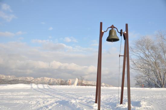 Mount Racey : 山頂の鐘