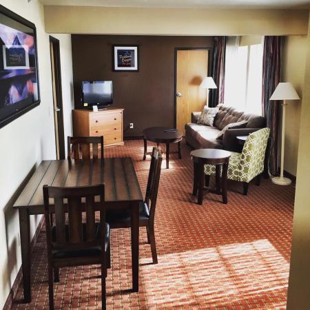 Ramada Portland: Mount Hood Suite room 203