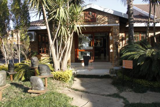 Alice Art Gallery: Front entrance