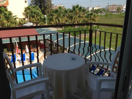 Yavuzhan Hotel: Balcon chambre