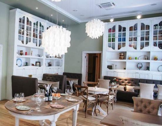 Peterville Hotel: Уютное кафе при отеле