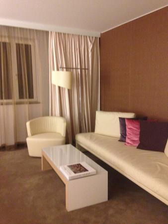 Incroyable Pullman Berlin Schweizerhof: Suite Deluxe 719 : Le Salont