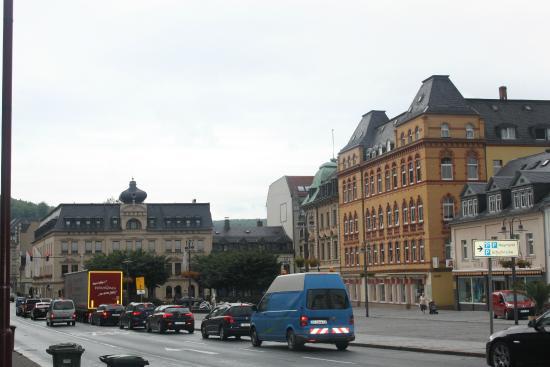 Hotel Blauer Engel: Отель и площадь напротив