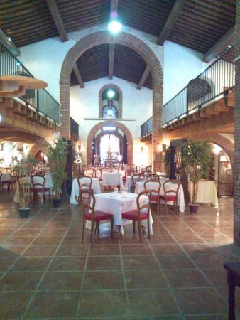 Une des salles picture of le domaine de rombeau for Restaurant rivesaltes