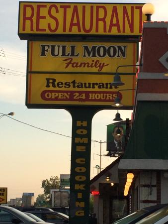 ‪Full Moon Restaurant‬