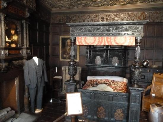 Bolling Hall: Ther room with the 'Ghost'