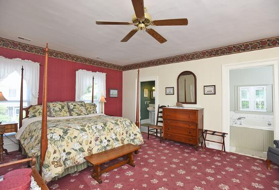 Pecan Tree Inn: Queen Anne Suite