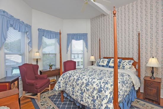 Pecan Tree Inn: Blue Room