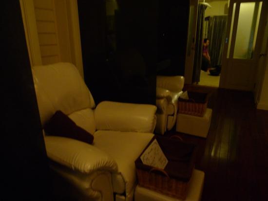 Vanilla Spa: 2Fのソファ