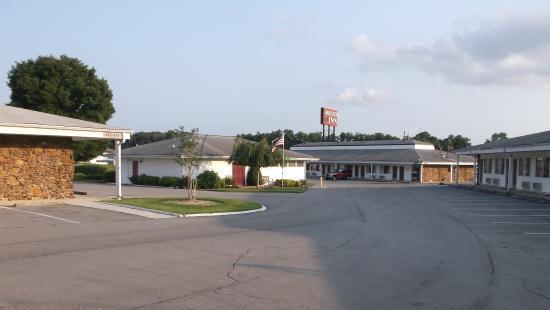Ambassador Inn & Luxury Suites : Various buildings