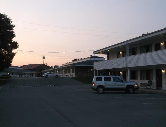 Ambassador Inn & Luxury Suites : Bâtiments variés