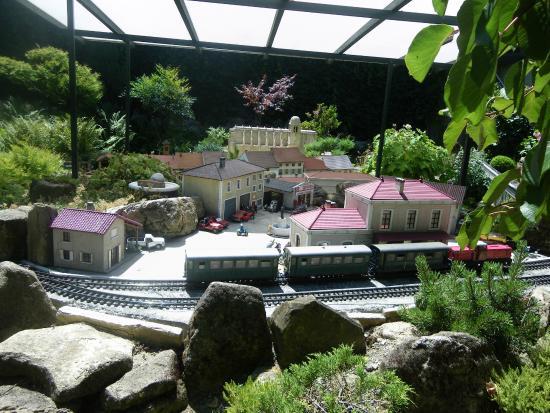 Qui se cache dans ce train foto di le jardin ferroviaire for Jardin ferroviaire