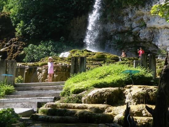 Joli spectacle photo de jardin des fontaines - Le jardin des fontaines petrifiantes ...
