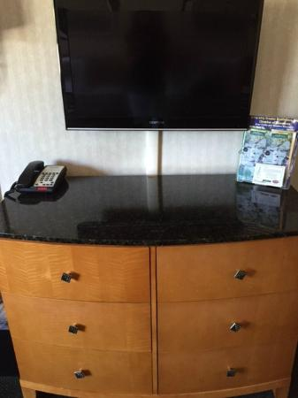 Black Mountain Inn : Granite Dresser and Flat Screen LED TV