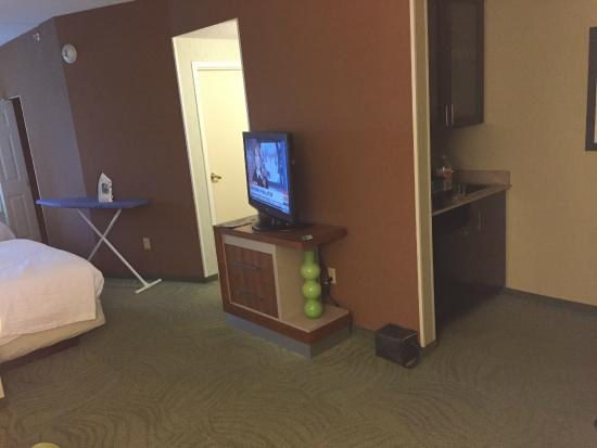 SpringHill Suites Cleveland Solon: That's the extent of the kitchen