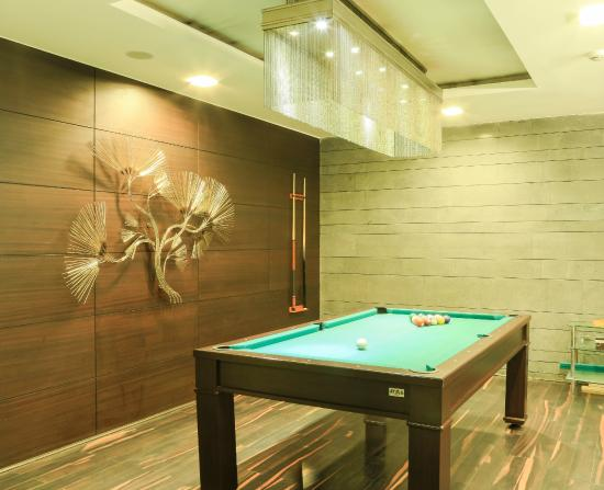 The Nanee Suites: POOL ROOM