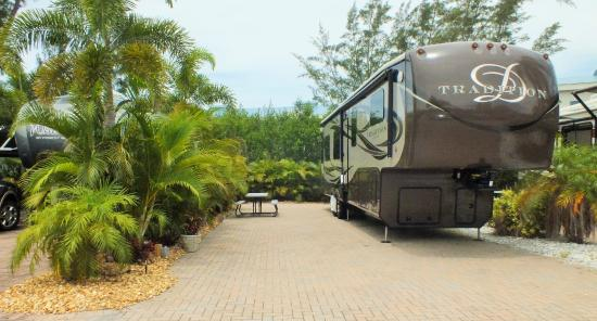 Holiday Cove RV Resort: Site