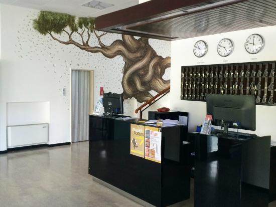 Hotel Arca: murales e reception