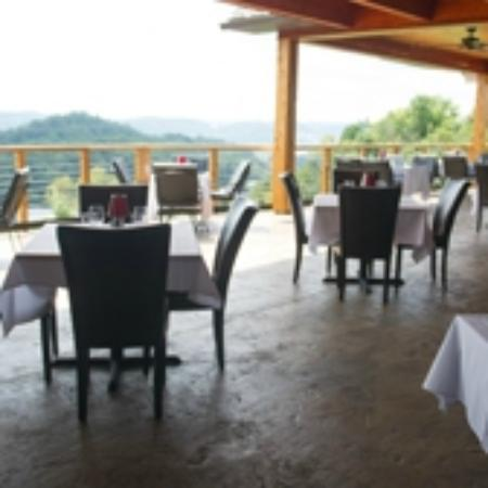 The Wonder Bar Steakhouse: OUTSIDE PATIO DINING