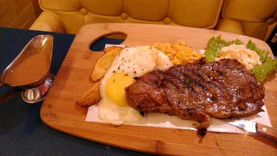 Heaven & Eggs Glorietta: Steak and Eggs (Php998)