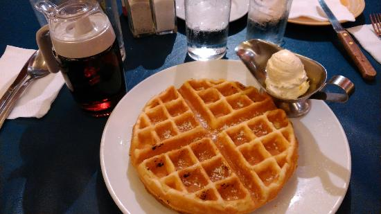 Heaven & Eggs Glorietta: Plain waffle (Php135)