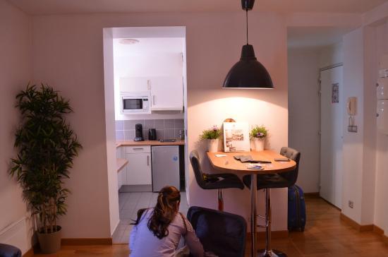 Short Stay Apartment Museum View: Apartamento - cozinha