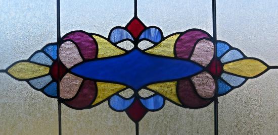 Weller House Inn: Stain glass beauty.