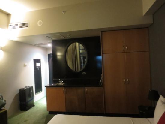 Park8 Hotel Sydney: フロントは狭いけど部屋はそこそこ広い
