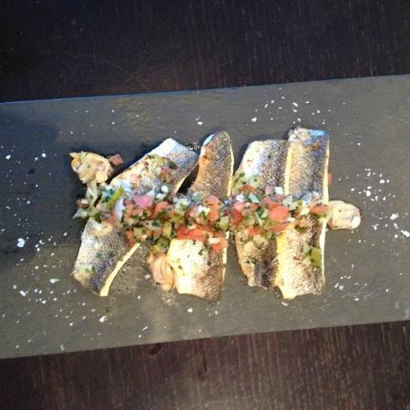 El Comedor : Nuestro lomo de lubina con almejas