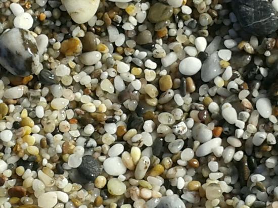 Carboneras, Spanien: Las preciosas piedras pequeñas de esta playa
