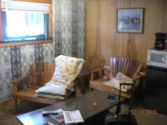Gateway Inn & Cabins: Living room