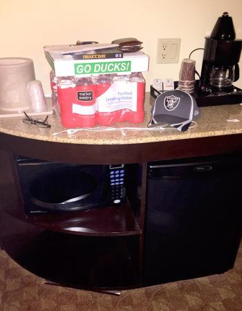 Eugene, OR : Free wifi. Breakfast nook. Microwave & mini fridge.