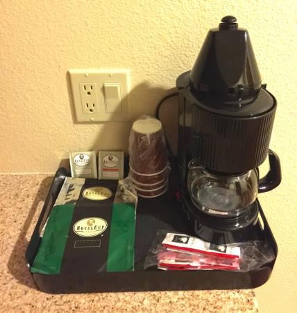 Eugene, OR : Coffee maker & coffee. Nice, powerful, massaging shower head. Lots of towels. Blow dryer. Shampo