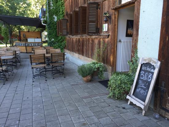 Morlon, Szwajcaria: Ein Teil des riesigen Sitzplatzes