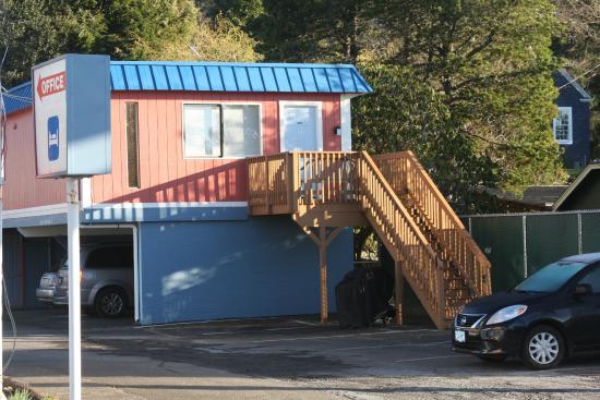 Ilwaco, WA: Exterior Entry - Family Room