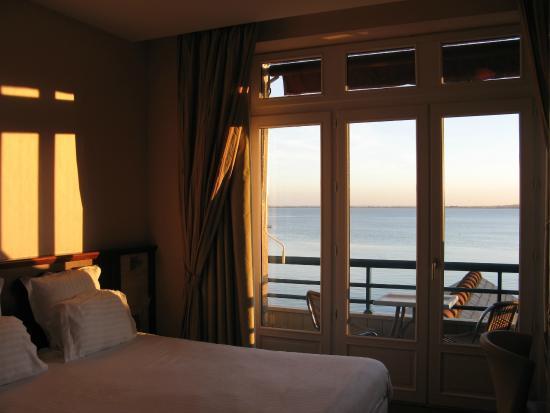 chambre vue sur mer picture of la mere champlain hotel restaurant cancale tripadvisor
