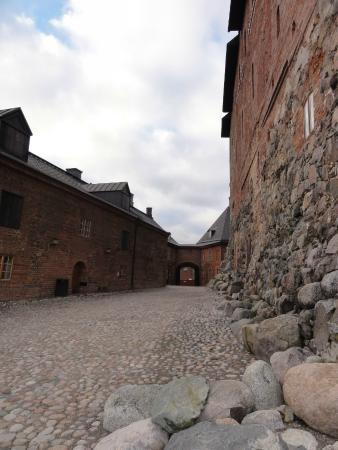 Hame Castle: внутренний двор крепости