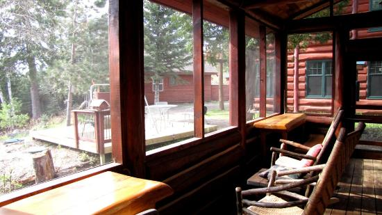Big Bear Lodge and Cabins: Screened porch