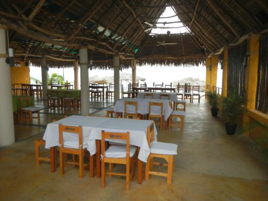 Restaurant Bar Las 3 Palapas: Charming setting right in La Cruz west side.
