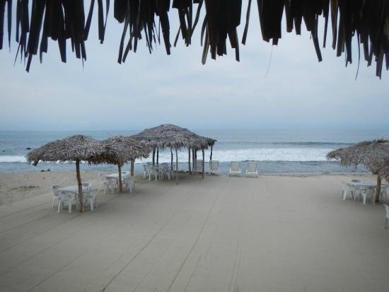 Restaurant Bar Las 3 Palapas: Eat right on the beach! Only place in La Cruz like that.