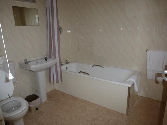 The Mount Hotel: Bathroom